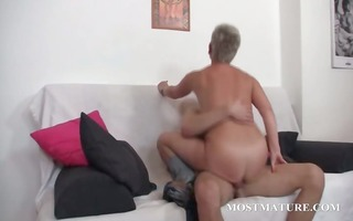 hawt cougar enjoys to be pussy nailed