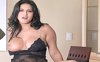 glamorous bitch sunny leone gets sexy and naughty