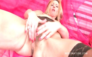 blonde older tit bonks sex-toy and rubs hairy
