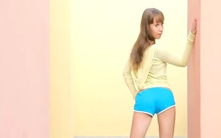legal age teenager queen toying snatch on the